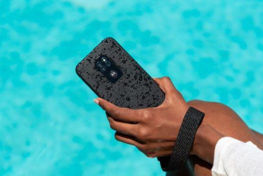 Odporni mobilnik Motorola defy